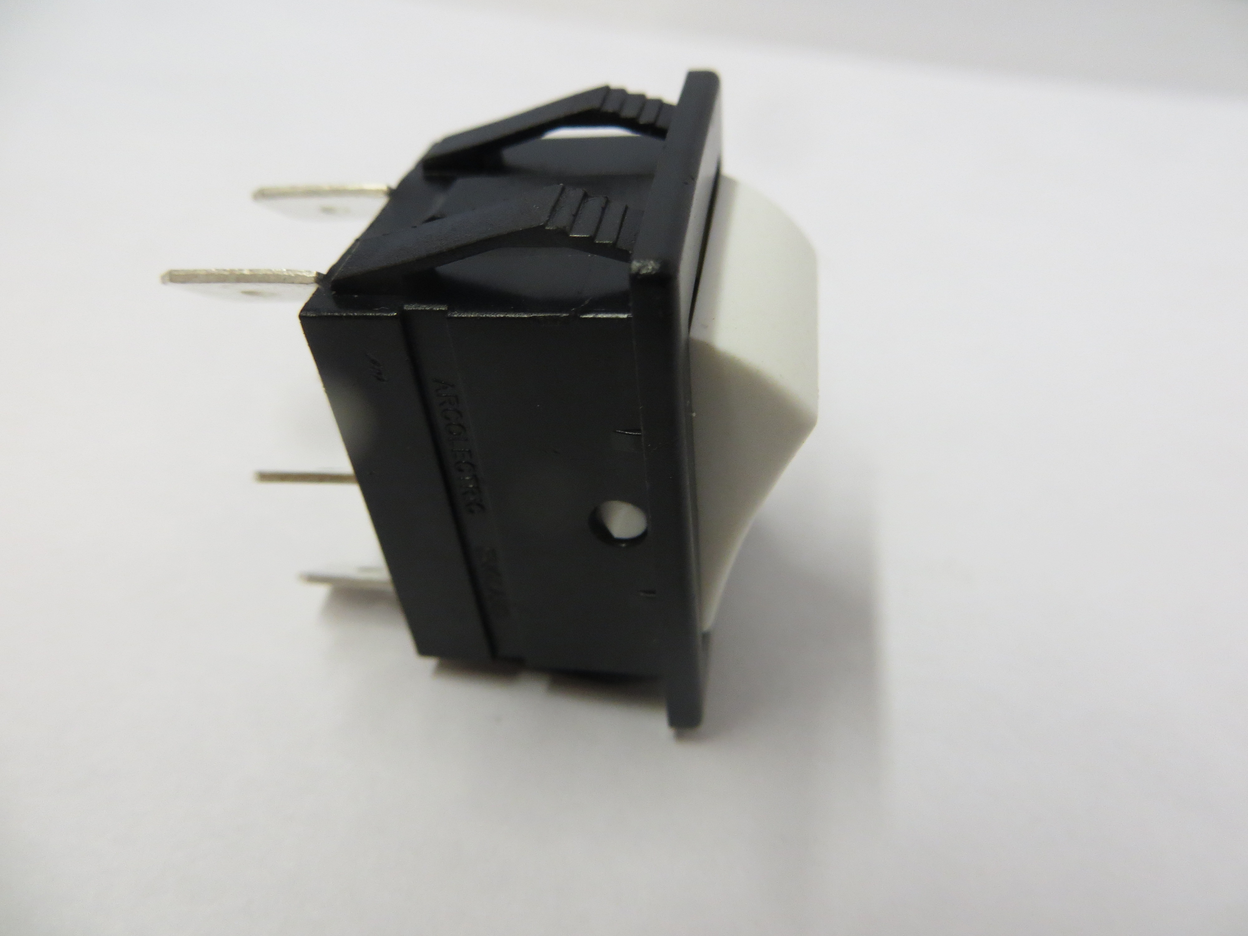 Momentary Switch 250V 16A